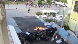 Пророссийские активисты стреляют под прикрытием милиции