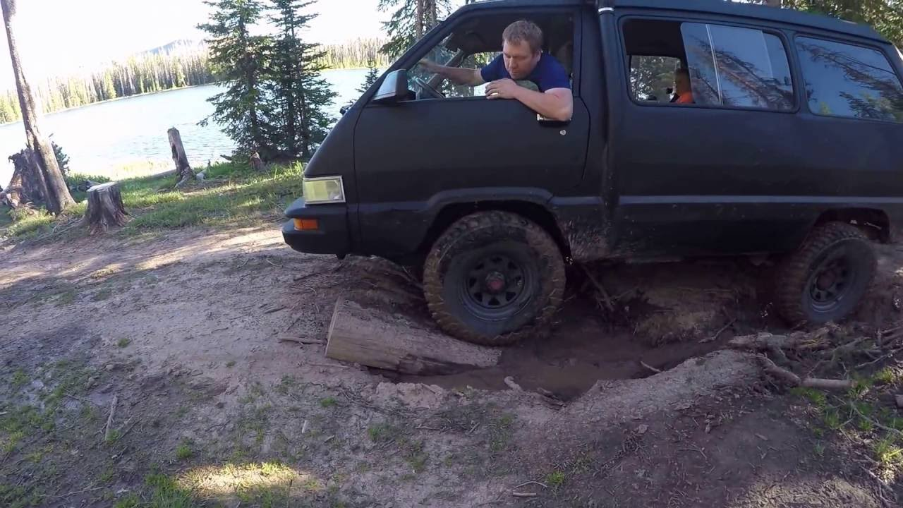 crh garage 1987 toyota van 4x4 playing in the mud youtube. Black Bedroom Furniture Sets. Home Design Ideas