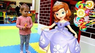 ВЕСЕЛО) Обзор новой куклы,Пупсы,Барби,видео с игрушками,Принцессы Диснея.