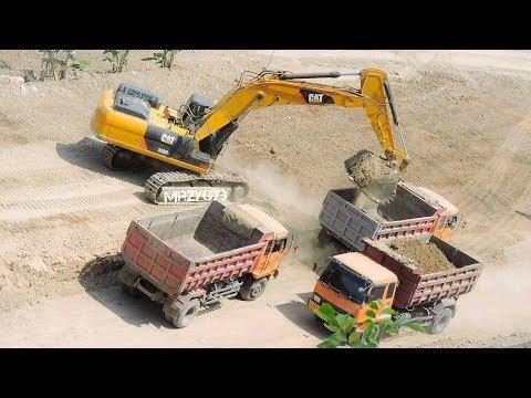 BIG Digger Excavator Bulldozer Truck Moving Dirt On Road Construction