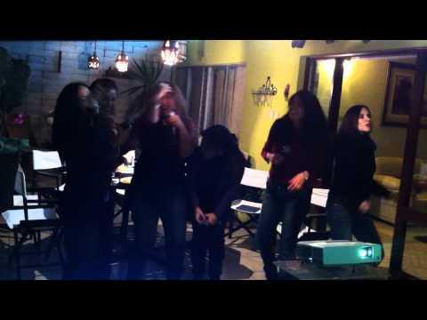 Karaoke - Cliente en Los Alamos cantando como Flans