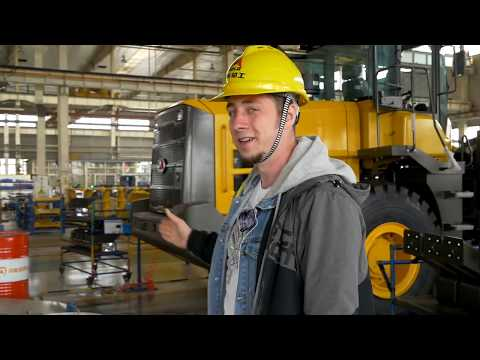 Как делают фронтальные погрузчики и экскаваторы SDLG. Обзор от канала Trucks TV