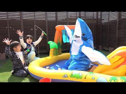 サメだ~!!! 助けて〜! 鬼ごっこをして遊びました♫ こうくんねみちゃん