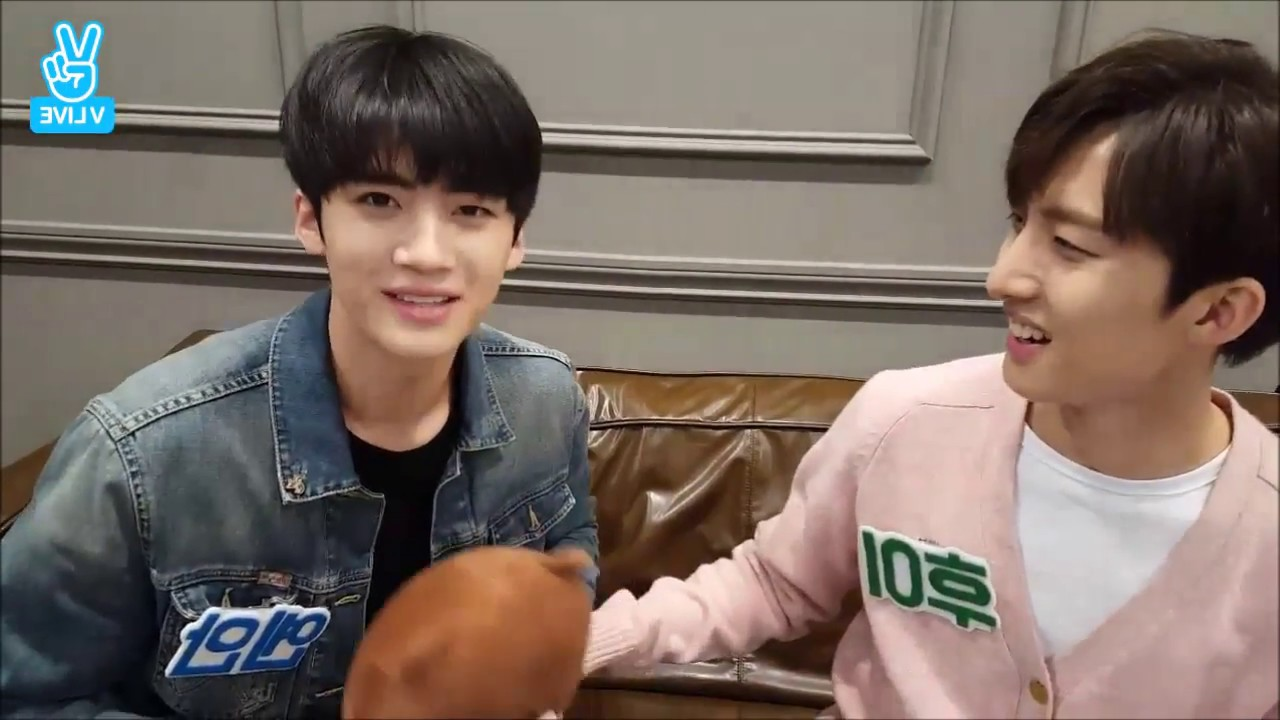 PENTAGON Funny Clip #85 - Yanan wants to be popular among ladies