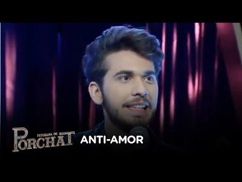 Gustavo Mioto canta o sucesso Anti-Amor no palco do Porchat