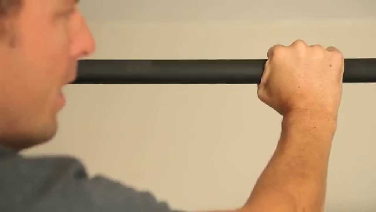 How to grip a pull up bar - YouTube
