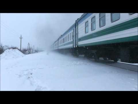 2ТЭ10М с поездом Уфа-Ташкент следует по перегону Салават-Зирган