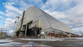 Mise en place du dôme de confinement de Tchernobyl