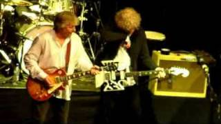 14 Walking with a mountain Mott the hoople complete 1st reunion gig 1st oct 2009 hammersmith.mpg