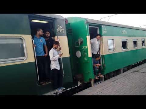 108DN-Islamabad Express Leaving Rawalpindi Railway Station
