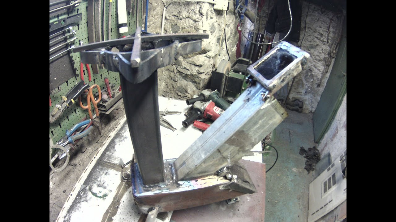 Rocket stove build costruire una stufa rocket youtube for Stufa rocket