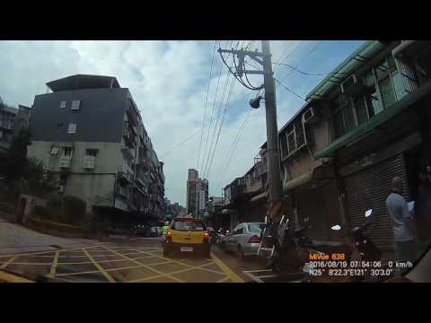 計程車TAB-852號違規佔用黃網線(路口未淨空)