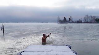 Сибиряк поселился на море и плавает в нём зимой | NGS.RU