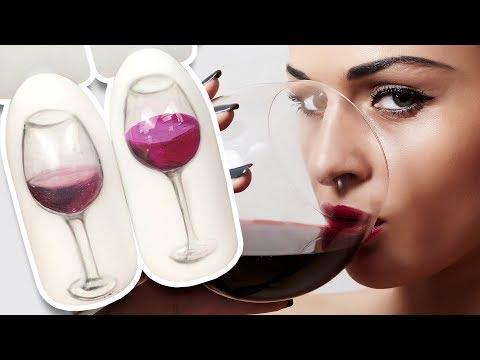 Бокал вина на ногтях