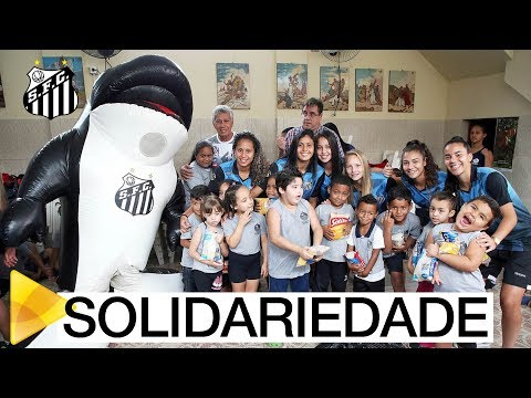 Torcedores do Santos FC doam duas toneladas de alimentos