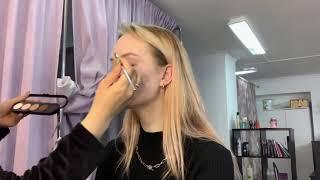 Цветные стрелки трендовый макияж 2021