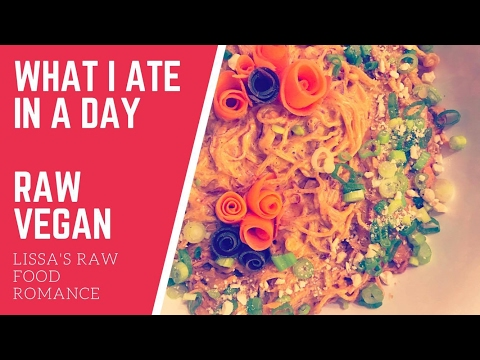 WHAT I ATE IN A DAY || PAD THAI || VEGAN RAW FOOD