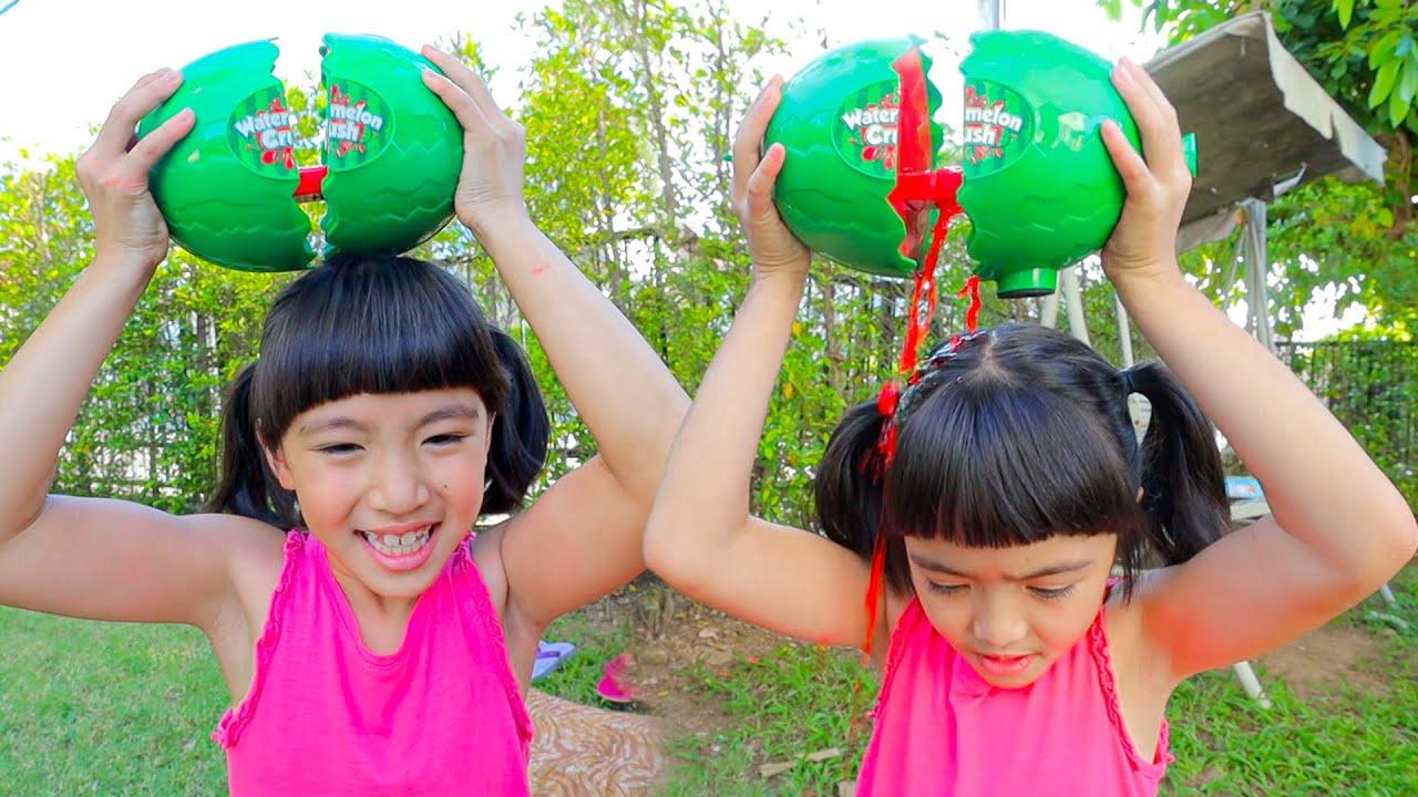 หนูยิ้มหนูแย้ม เล่นแตงโมทุบหัว