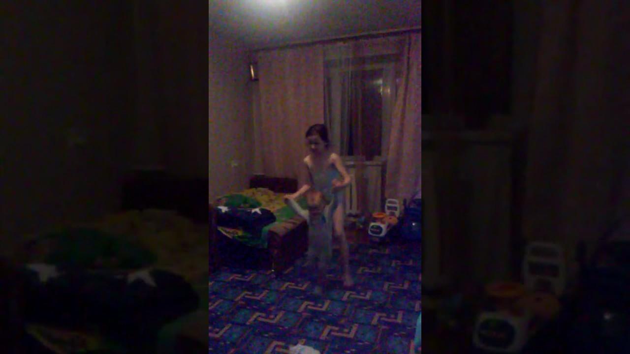 дочери камеру в отец поставил комнату