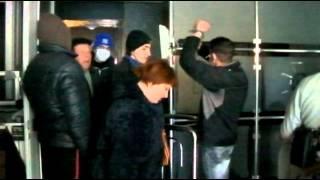 В разгромленном здании луганского СБУ