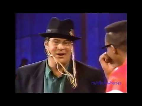DAN AYKROYD HAS FUN WITH ARSENIO