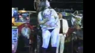 احلي رقص سكس حركات مثيره والعريس يسخن على الرقاصه