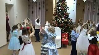 """""""Новый год нас зовет"""" - вход на праздник подг. гр"""