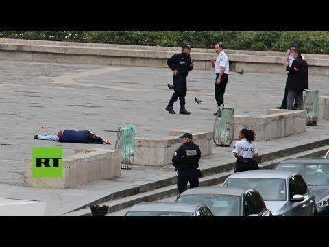 Publican el ataque con martillo a un policía en la catedral de Notre Dame de París