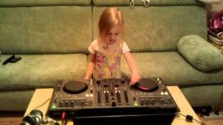 DJ Polina 2,5 года   Pioneer DDJ-T1.3gp