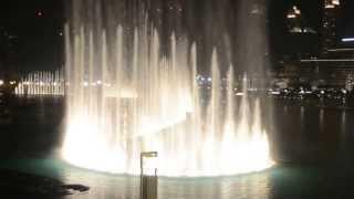 Поющие фонтаны в Дубаи - Видео 5(Танцующий (Поющий) Фонтан в Дубае — один из самых высоких фонтанов в мире, расположен на 30-акровом искусстве..., 2013-09-27T23:53:13.000Z)