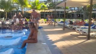 Riu Palace Macao Punta Cana. Swim up bar party