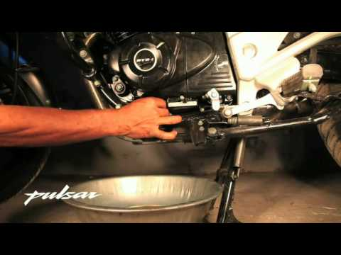 Pulsar do it yourself engine oil change youtube pulsar do it yourself engine oil change solutioingenieria Image collections