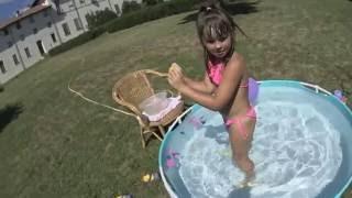 Свинка Пеппа, Дораэмон, пчела Базз. Купаемся в бассейне, лопаем шарики, открываем сюрпризы.