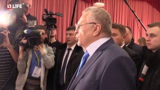 Владимир Жириновский голосует
