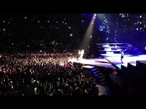 Rihanna melbourne concert 2013