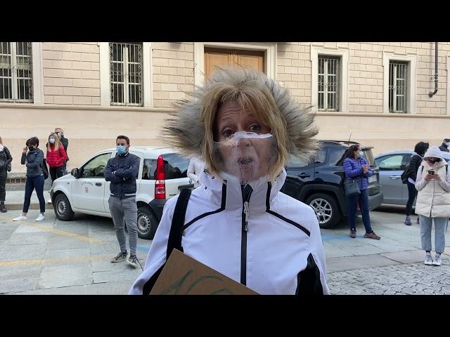 Parrucchieri ed estetisti protestano contro la chiusura