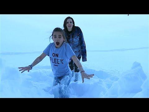 SNOW SWiMMiNG DEEP