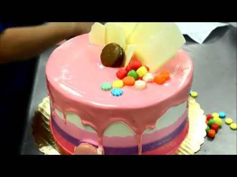 Как украсить торт взбитыми сливками и шоколадом. Оформление тортов своими руками