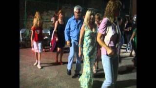Amigos y clientes en la fiesta y baile del Camping El Maset  (Sr. Juan, el rey del baile)