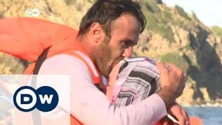 خفر السواحل اليوناني ينقذ عشرات اللاجئين من الغرق | الأخبار