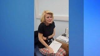 Joanne Milne, sorda dalla nascita, sente per la prima volta