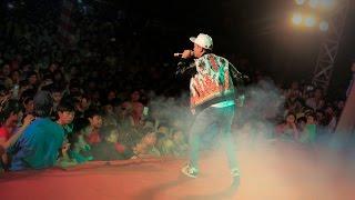 Hồ Quang Hiếu bị giành mic trên sân khấu