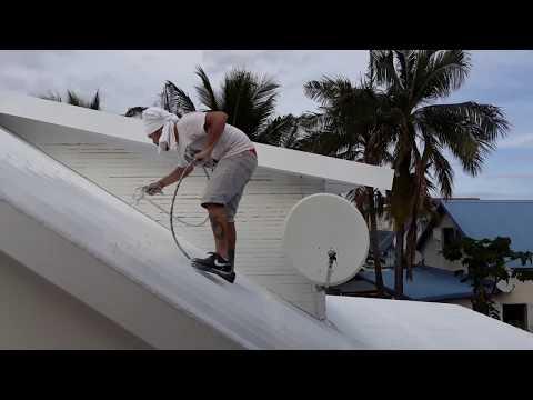 Peinture Airless Toiture Premiere Couche Youtube