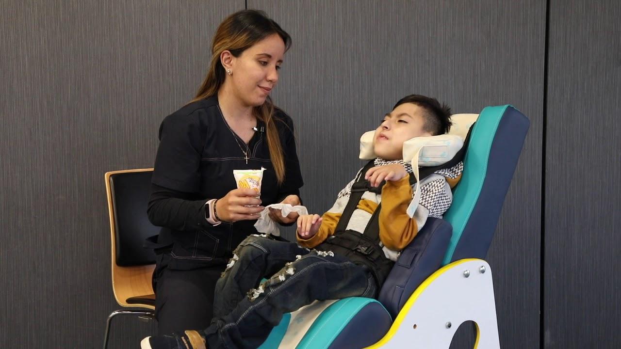 Ejercicios KitSmile - Posición prono y sedente - Rehabilitación de niños con parálisis cerebral.