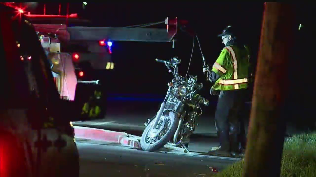 Download Motorcycle accident sends 2 to hospital in Youngstown