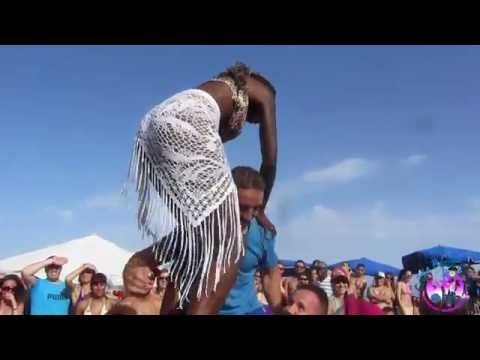 CRIOLA BEACH FESTIVAL 2014: Miss Criola contest, making a human tower..