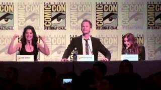Fan imitates BARNEY STINSON (NPH) in comic-con
