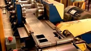 видео Плинтусное отопление: как работает водяной и электрический теплый плинтус