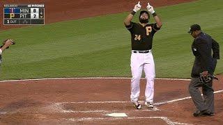 Alvarez hits a solo homer into a boat