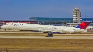 (4K) Close-Up Plane Spotting at Grand Rapids Airport